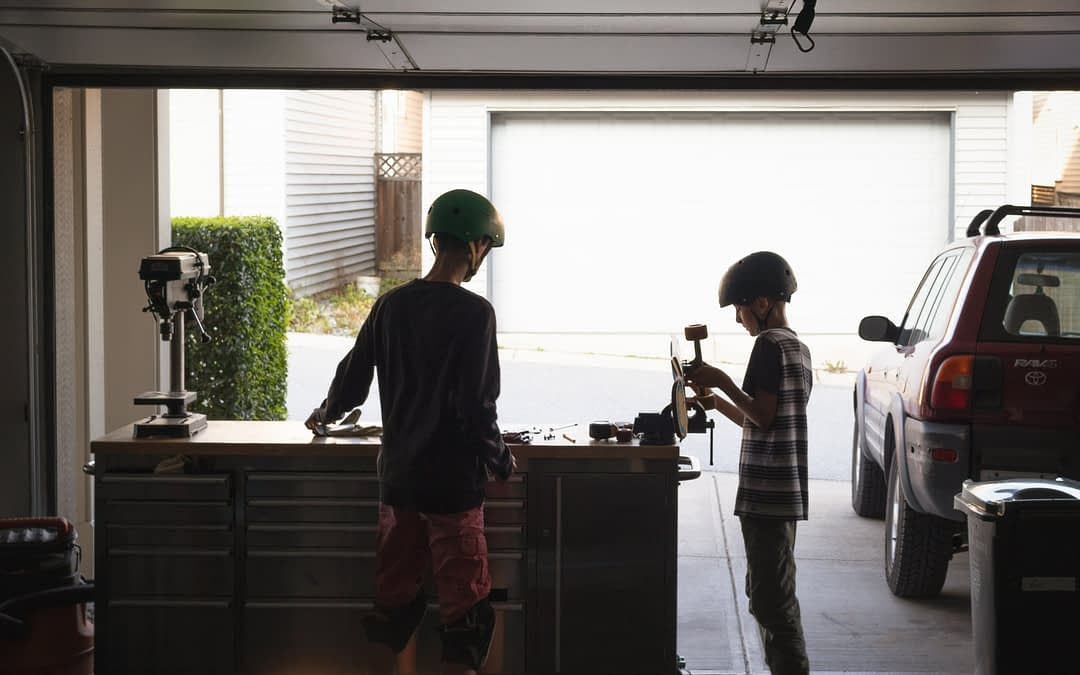 5 Reasons To Hire A Professional For Garage Door Repairs